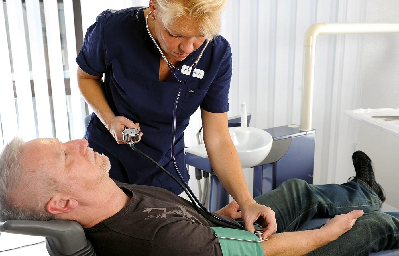 Institut Dentale Sedierung, Kurs Notfalltraining, Zahnarztteam, Fortbildung Zahnärzte, ZFA, Dr. Frank Mathers,